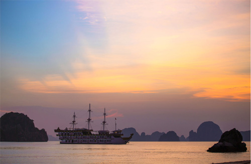 Dragon Legend Cruise inBai Tu Long Bay