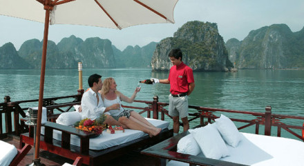 Halong private Cruise for Honeymoon