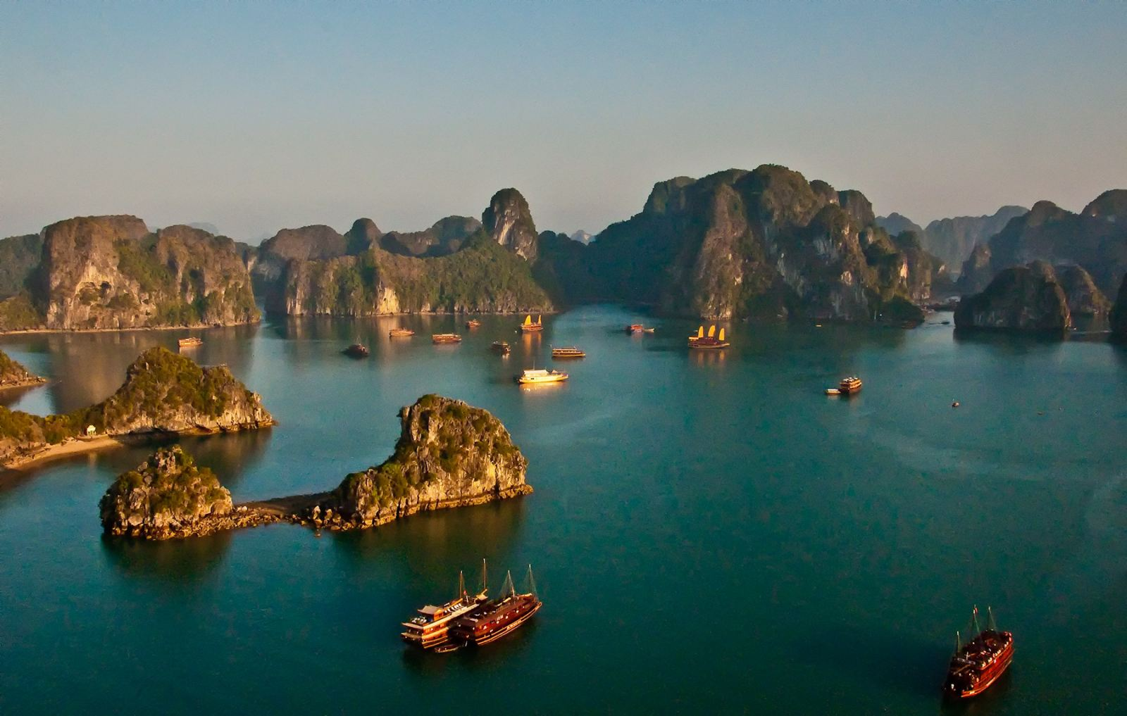 "Halong Bay in the movie ""King Kong 2"""
