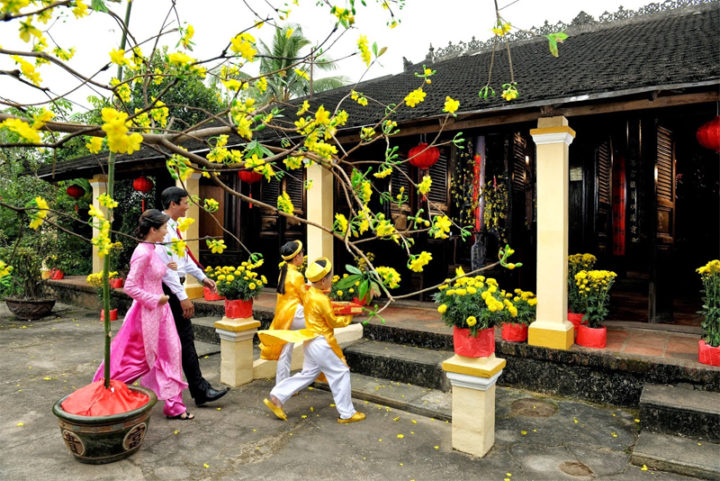 Visit relatives and friends during Vietnamese New Year Holiday