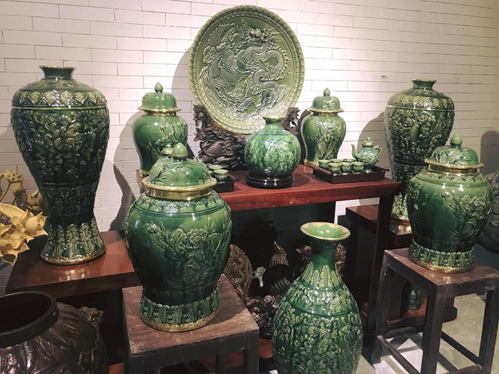 Premium ceramics at Bat Trang market