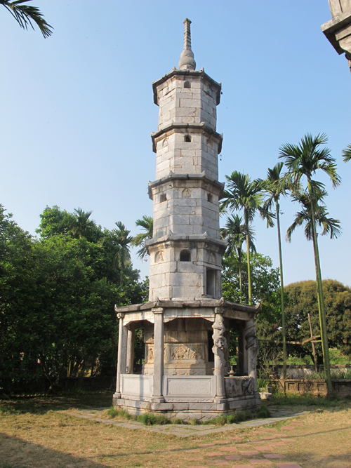 Bao Nghiem Tower at But Thap Pagoda