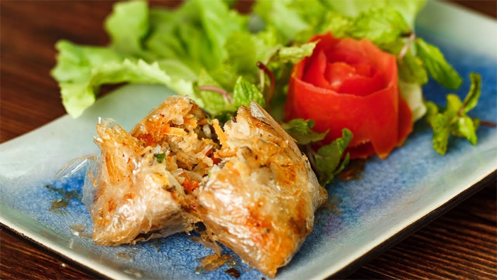 Nem Cua Be (fried crab spring rolls)