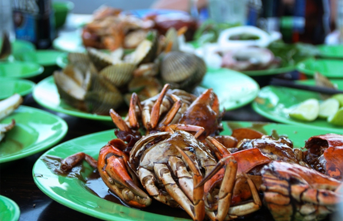Eat seafood right in the local fishing villages in Vietnam