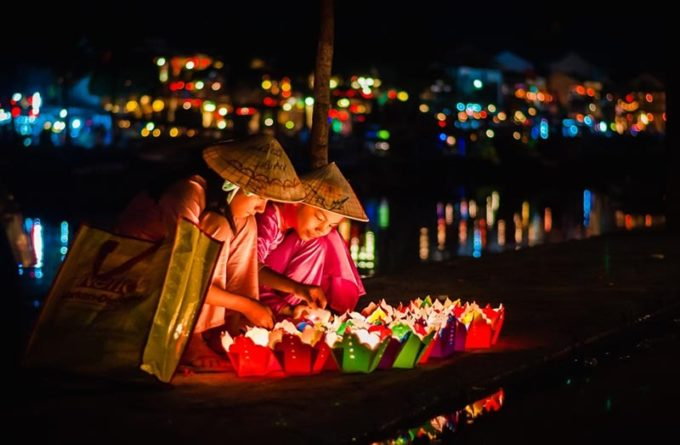 Float the lanterns and garlands on the river