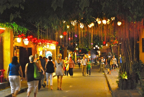 Walk in Hoi An Old Town lighten up by no electric light