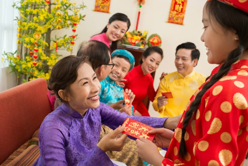 Give luckey money to children in Tet festival