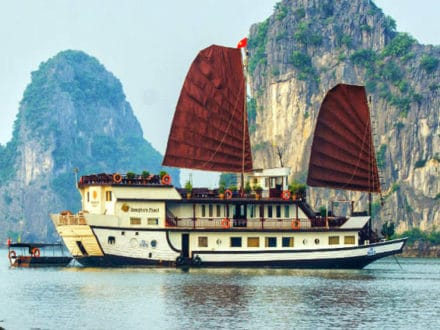 Halong Bay Tour with Indochina Junk