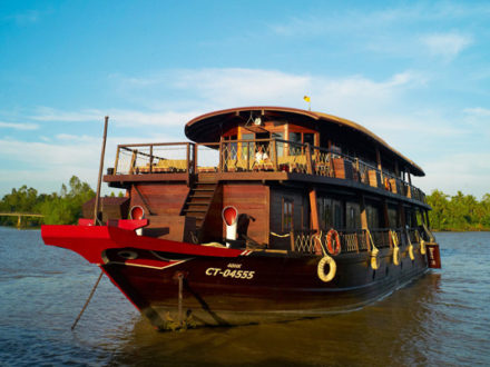 Exotic Mekong Delta Tour with Bassac Cruise