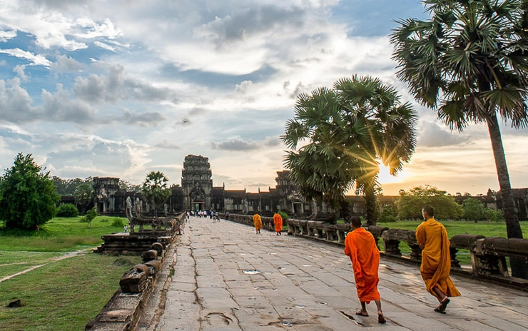 Visit Angkow Wat Temple during Indochina Tour Itinerary