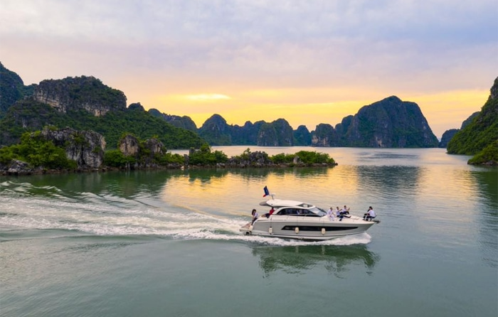 Yacht Tour in Halong Bay